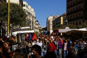 People buying at Rastro, Madrid